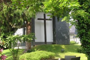 Das Kreuz an der Kapelle